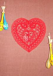Кружевное сердце и сувенирные польские коклюшки.